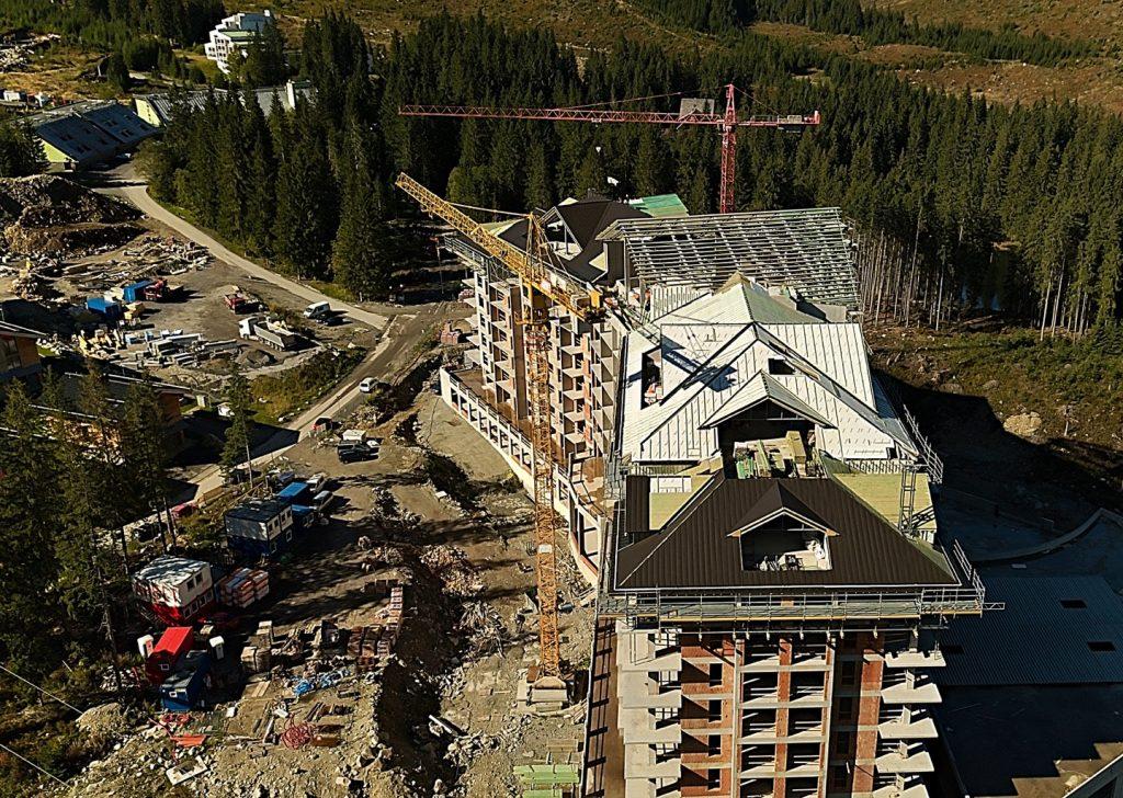 Výstavba strechy - Hotel Jasná